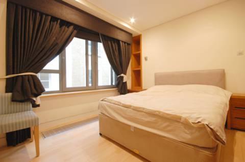 <b>Bedroom</b><span class='dims'> 13'9 x 10'3 (4.19 x 3.12m)</span>