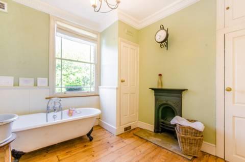 Bathroom in N1