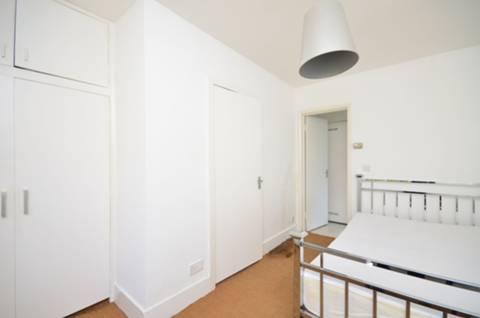 <b>Bedroom</b><span class='dims'> 12'6 x 12'5 (3.81 x 3.78m)</span>
