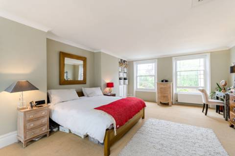 Master Bedroom in SW9