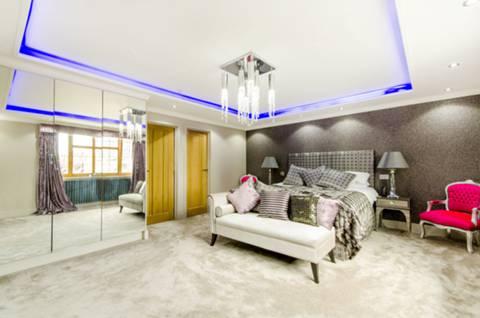 Master Bedroom in EN5