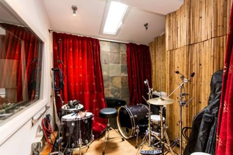 <b>Recording Studio</b><span class='dims'></span>
