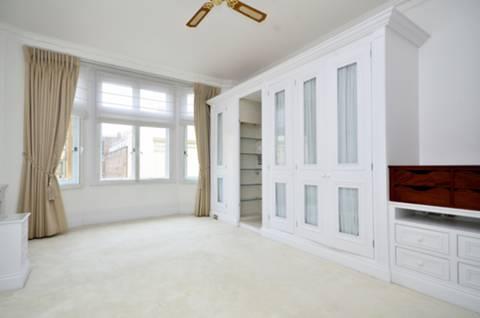 <b>Master Bedroom</b><span class='dims'> 18&#39;1 x 10&#39;10 (5.51 x 3.30m)</span>