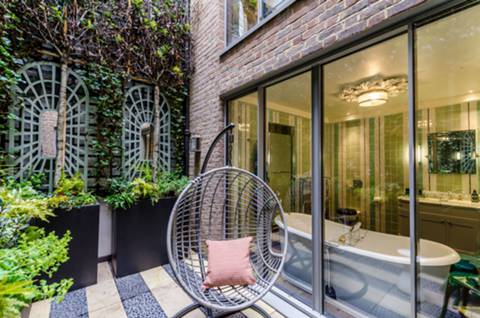 Courtyard in W2