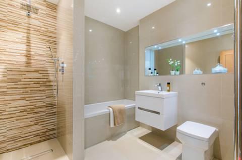 En Suite Bathroom in SW15