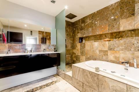 En Suite Bathroom in TW8