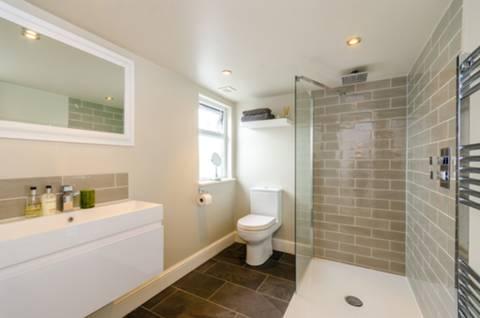 Shower Room in E11