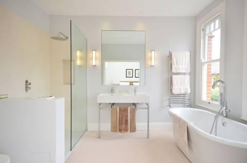 En Suite Bathroom in NW2