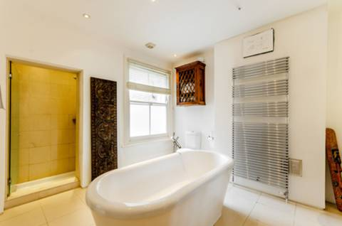 En Suite Bathroom in SW18