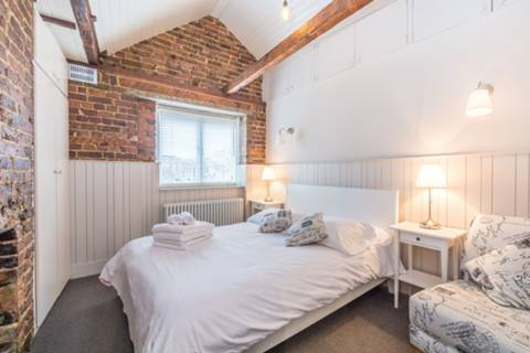 Bedroom in WC2H