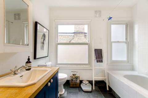 Bathroom in N8