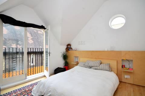 <b>Master Bedroom</b><span class='dims'> 12'6 x 11'6 (3.81 x 3.51m)</span>
