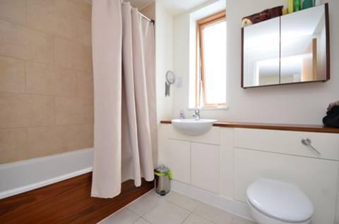 <b>Bathroom</b><span class='dims'> 8'3 x 6'10 (2.51 x 2.08m)</span>