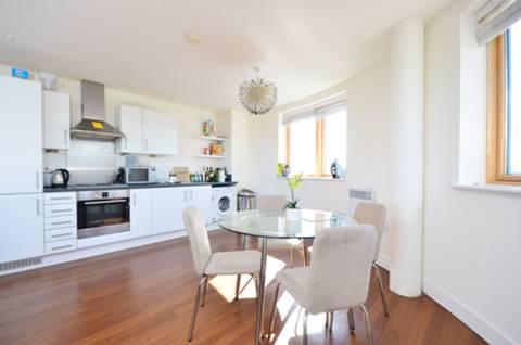 <b>Reception Room/Kitchen</b><span class='dims'> 26'11 x 17' (8.20 x 5.18m)</span>