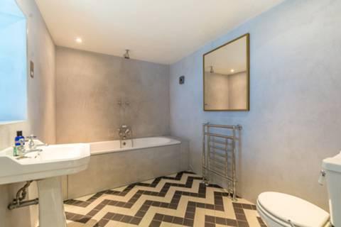 Bathroom in WC1N