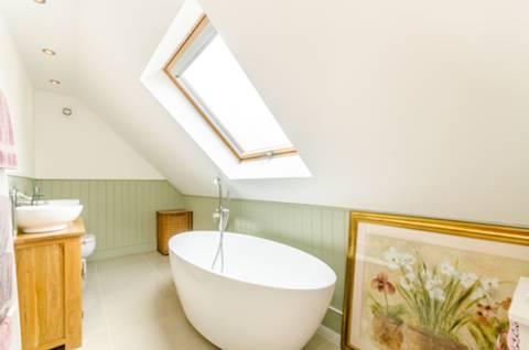 En Suite Bathroom in CR0