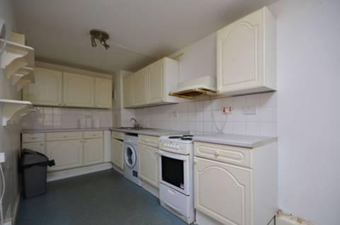 <b>Kitchen</b><span class='dims'> 20'9 x 9' (6.32 x 2.74m)</span>