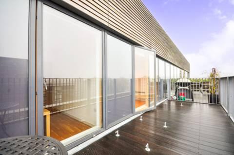 <b>Roof Terrace</b><span class='dims'> 7 (2.13m)</span>