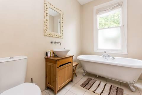 Bathroom in N12