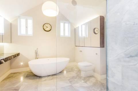 En Suite Bathroom in SW19
