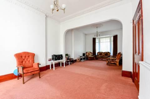 <b>Double Reception Room</b><span class='dims'></span>