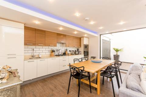 Kitchen in N12