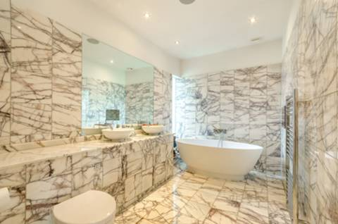 Bathroom in IG10