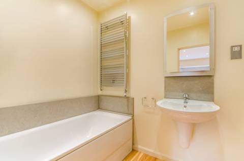 <b>Sixth En Suite Bathroom</b><span class='dims'></span>