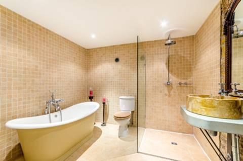 En Suite Bathroom in E1W