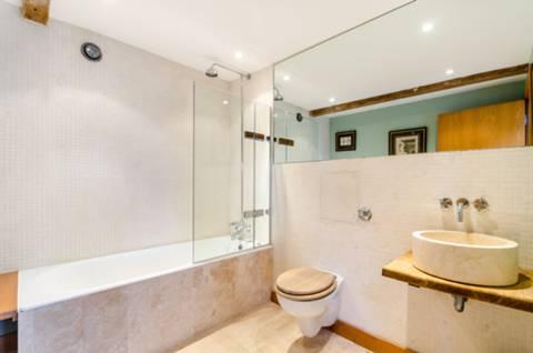 Bathroom in E1W