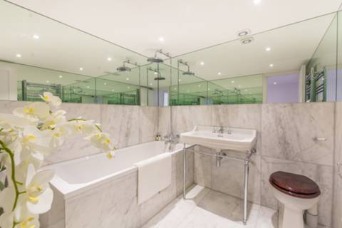Bathroom in W2