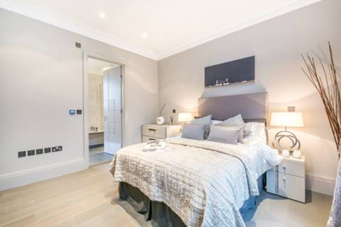 Master Bedroom in W1U