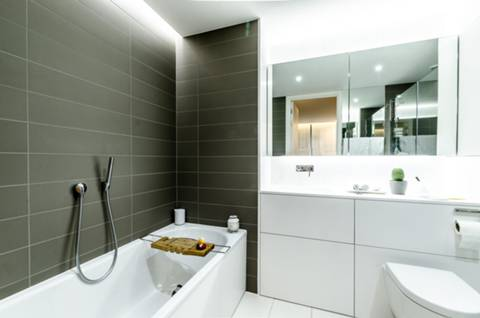En Suite Bathroom in N1C