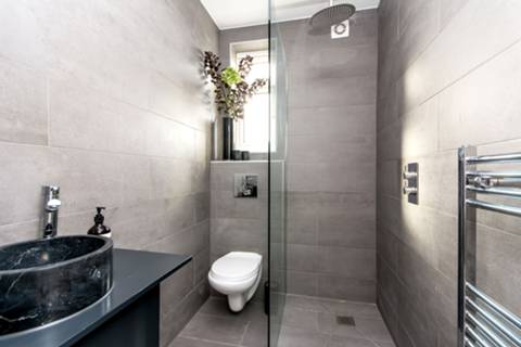 En Suite Shower Room in NW10