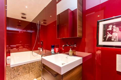 En Suite Bathroom in NW6