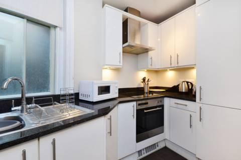 <b>Kitchen</b><span class='dims'> 9&#39;8 x 7&#39;8 (2.95 x 2.34m)</span>