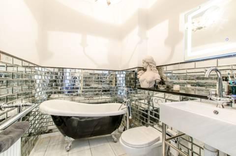 Bathroom in E14