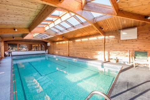 Swimming Pool in W5