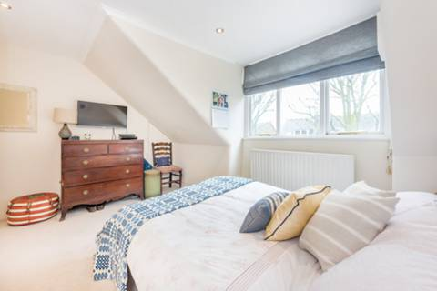 Master Bedroom in W4