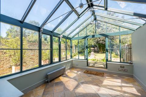 Conservatory in NW6