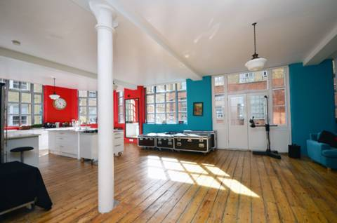 <b>Reception Room/Kitchen</b><span class='dims'> 49' x 24'6 (14.94 x 7.47m)</span>