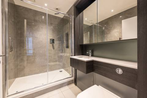 En Suite Shower Room in TW8