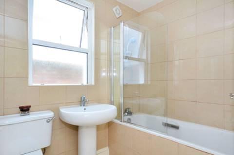 <b>Bathroom</b><span class='dims'> 7&#39;4 x 7&#39;2 (2.24 x 2.18m)</span>