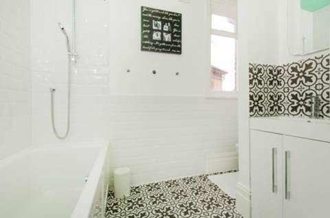 Bathroom in SW2