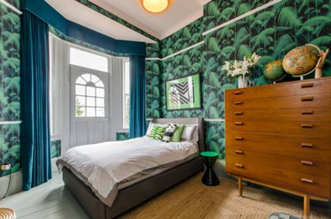 Bedroom in SW2