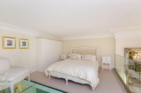 <b>Mezzanine Bed</b><span class='dims'></span>