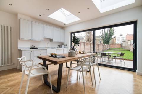 Kitchen in E10