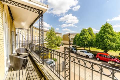 Balcony in KT6