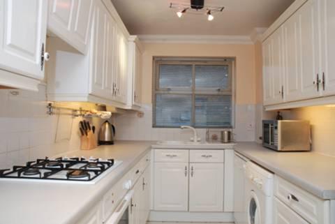 <b>Kitchen</b><span class='dims'> 14&#39; x 7&#39; (4.27 x 2.13m)</span>