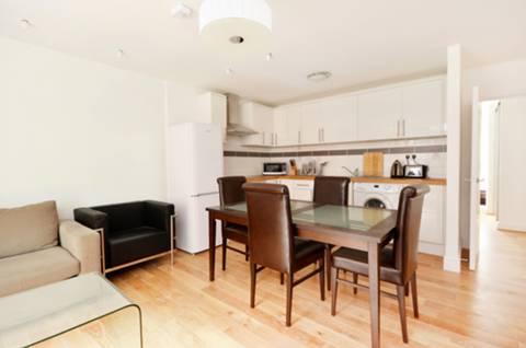 <b>Reception Room/Kitchen</b><span class='dims'> 18&#39;5 x 14&#39;1 (5.61 x 4.29m)</span>
